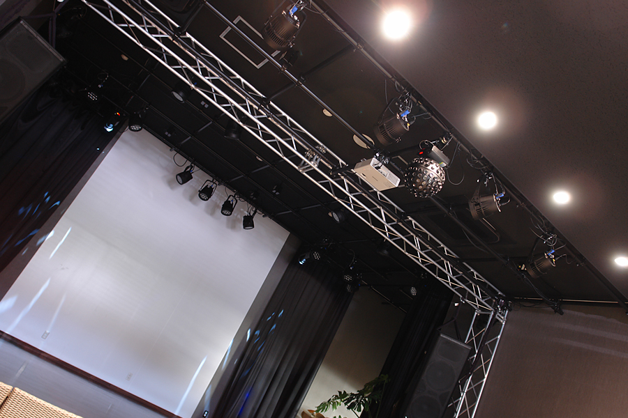 Stage&Hall02